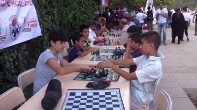 Sokakta satranç ilgi gördü - MUŞ