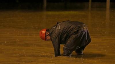 Video - İstanbul'da sağanak yağış: Araçlar yollarda mahsur kaldı