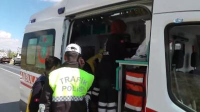 Otomobil takla attı: 3'ü bebek, 6 yaralı
