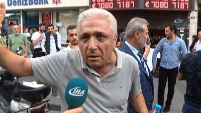 Şişli Halaskargazi Caddesi'nde bir döviz bürosu silahlı zanlılarca soyuldu. Soyguncuların kaçış anı kamerada