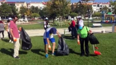 Vatandaşlar toplanıp çöp topladı
