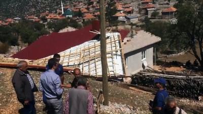 Hortum evin çatısını uçurdu - ANTALYA