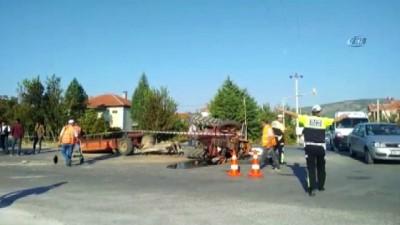 İşçi servisi ile traktör çarpıştı: 4 yaralı