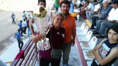 Kadın amigo Hatayspor için eşinden boşandı