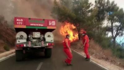 Kumluca'da orman yangınında seralar zarar gördü