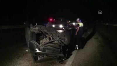 Otomobil beton bariyerlere çarptı: 1 ölü, 1 yaralı - MANİSA