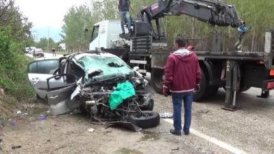 cenaze -  Otomobil yol kenarındaki beton pompasına çarptı: 1 kişi hayatını kaybetti