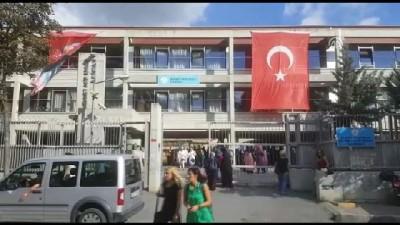 Polisten okul önlerinde velilere bilgilendirme - İSTANBUL
