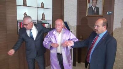 mobilya -  Vali Ustaoğlu, yılın ahisine cübbe giydirdi