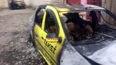 Ağrı'da 2 taksi kundaklandı