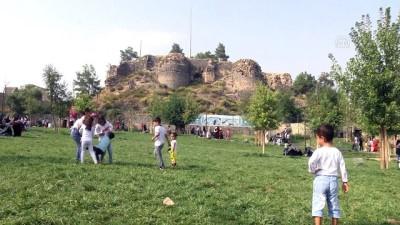 arkeolojik kazi - Diyarbakır'ın 'kalbi'ne kazma vuruldu