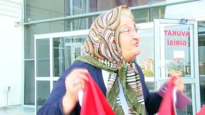 Fatma nineden teröristlere bayraklı tepki