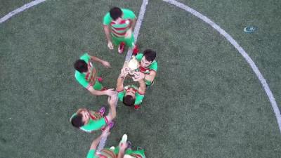 Görme engelli futbolcular bir ilki başardı