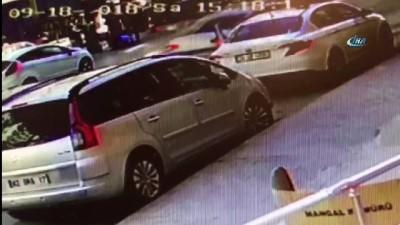Otomobilin Özcan Yeniçeri'ye çarptığı anlar güvenlik kamerasında