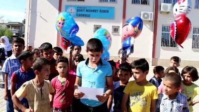 Suriyeli öğrenciler balonla hediye gönderdi - ADIYAMAN