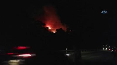 Antalya Kemer Karayolu üzerindeki ormanlık alanda yangın çıktı
