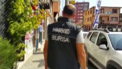 Bursa polisi okul çevrelerindeki kıraathane ve kafeleri kıskaca aldı