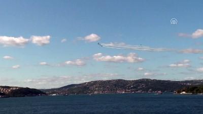 Türk Yıldızları'ndan Boğaz'da gösteri uçuşu (3) - İSTANBUL