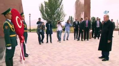 - Cumhurbaşkanı Erdoğan, Ata Beyit Anıtı'nı Ziyaret Etti
