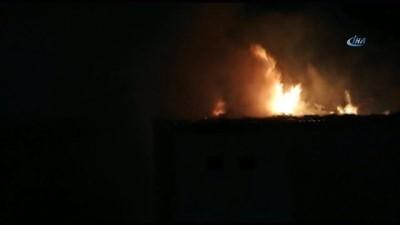 yangin yeri -  İki katlı evin çatı katında çıkan yangın korkuttu