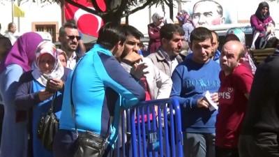İŞ-KUR'a başvurmak isteyen vatandaşlar kalabalık oluşturdu