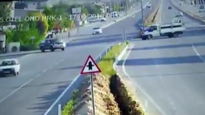 Servis minibüsü ile traktörün çarpışması - DENİZLİ