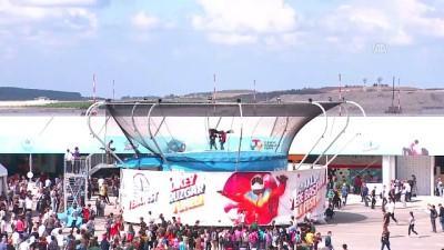 TEKNOFEST İstanbul - Atak Helikopterlerden Zeybek gösterisi - İSTANBUL