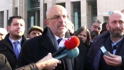 Yargıtay, Enis Berberoğlu'na MİT tırları görüntülerini Can Dündar'a ilettiği gerekçesiyle verilen 5 yıl 10 ay hapis cezasını onadı.