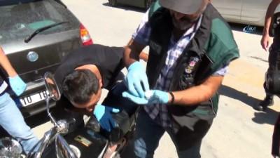 Okul önünde motosiklete zulananan esrarı narkotik köpeği böyle buldu
