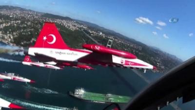 Türk Yıldızları'nın kokpitinden eşsiz İstanbul Boğazı manzarası böyle görüntülendi