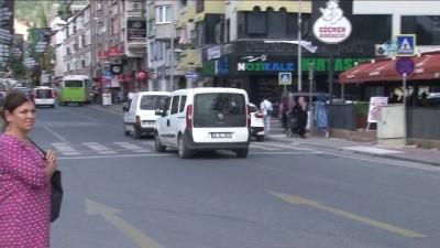 Yaşlı çifti dolandırmaya çalışan çeteyi polis ekiplerinin dikkati ele verdi