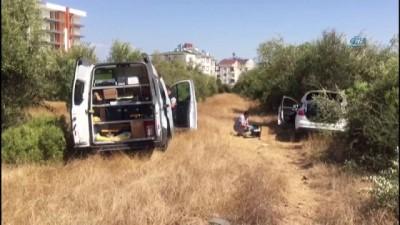 polis -  Ağaca çarpan otomobil içinde bıçaklanmış olarak bulundu, hastanede öldü