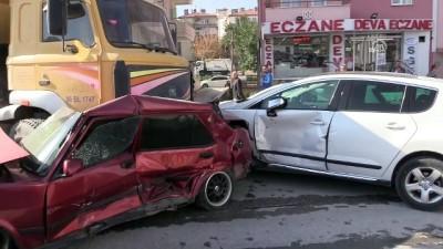 muhabir - Freni patlayan kamyon 12 araca çarparak durdu - ÇORUM