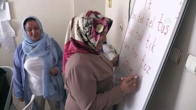Sevilay öğretmen mesaisini emekliliğinde de sürdürüyor - ŞANLIURFA