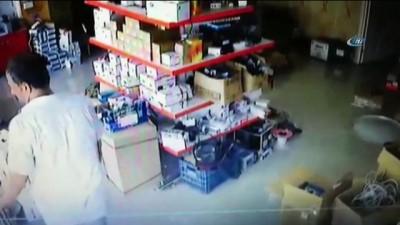 Güvenlik kamerası teknik servisine girip hesap makinesini böyle çaldı