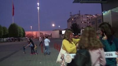 uttu -   İstanbul'da dolunay kartpostallık oluşturdu