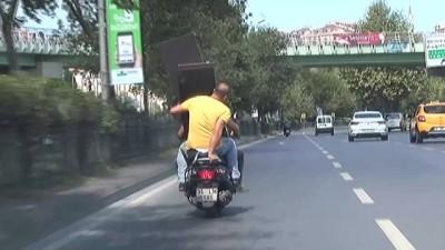 mobilya -  Şişli'de trafikte pes dedirten görüntü...Motosikletle mobilya parçası taşıdılar