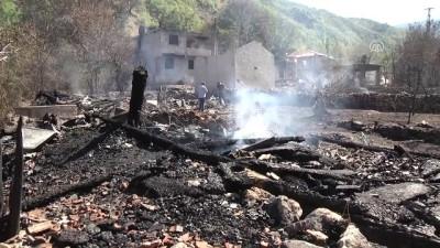 9 ev ve 6 ahırın kullanılamaz hale geldiği yangını soğutma çalışmaları tamamlandı - KASTAMONU