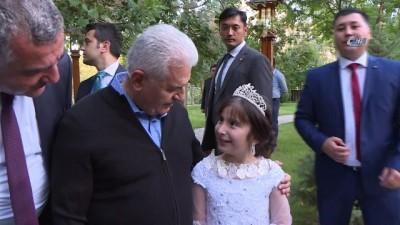 - Binali Yıldırım Özbekistan'da Parkta Yürüyüş Yaptı