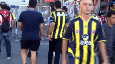 trol - Fenerbahçeli taraftarlar stadyuma gelmeye başladı