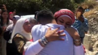 - Filistinli Anne 3 Yıl Hapse Mahkum Edilen Oğluna Kavuştu