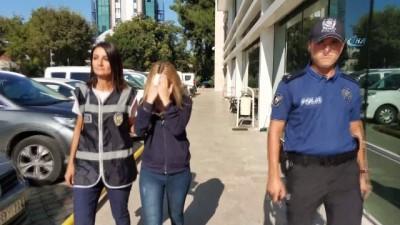 Genç kadın kavgada arkadaşının kulağını ısırarak kopardı