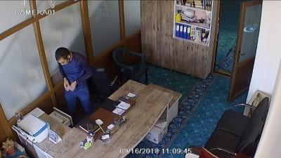 İmam odasından ve yardım kasalarından para çalan hırsız yakalandı...Hırsızlık anları kamerada