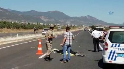 Otomobiller motosiklete çarptı: 1 ölü, 1 yaralı Haberi