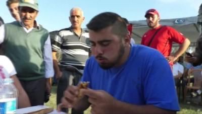 gures -  Pide yeme yarışmasında 10 dakikada 9 pide yedi Haberi