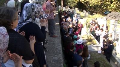 Sanat güneşi Zeki Müren mezarı başında anıldı
