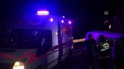 Anadolu Otoyolu'nda sebze yüklü kamyon minibüsün üzerine devrildi - KOCAELİ