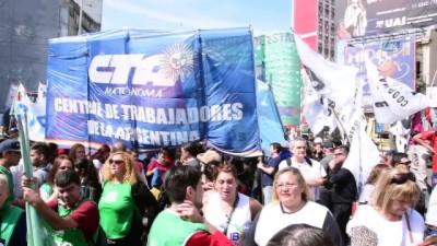 - Arjantin'de Grev Hayatı Durdurdu