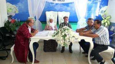 Dini nikahlı çift 40 yılın ardından 'Evet' dedi