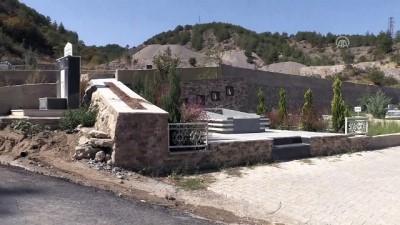 kalp krizi - Sanatçı Yakup Yavru'nun yaptırdığı mezar - AMASYA